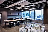 Work Lounge mit Küchenzeile, Essbereich und Sitzbereich