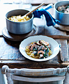 Pappardelle with spinach, mushrooms and shrimps