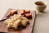 Injeolmi (Korean glutinous cake)