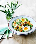 Kedgeree (Reisgericht, England) mit wachsweichen Eiern