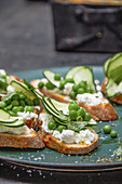 Crostinti with limes, courgette and feta cheese