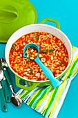 Tomatensuppe mit Muschelnudeln