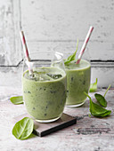 Spinach and almond smoothies (low carb)