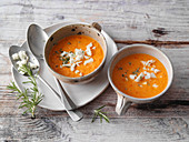 Roasted pepper soup with sheep's cheese (low carb)