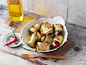 Spicy courgette rolls with sheep's cheese and pepper (low carb)