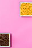 Möhren-Senf-Creme und Oliven-Petersilien-Tapenade