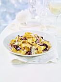 Pappardelle mit Radicchio und Haselnüssen