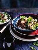 Mapo Doufu mit Aubergine, roten Bohnen und Ingwer (Sichuan-Küche, China)