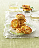 Puff pastry rolls filled with cream