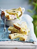 Shortbread mit Pistazien, Zitronen und Lavendel