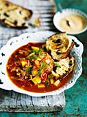 Fenchel-Tomaten-Suppe mit Rouille und Röstbrot