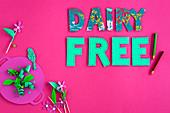 'Dairy Free' auf pinkfarbenem Untergrund (Milchfreie Ernährung für Kinder)