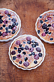 Grilled berry tarts