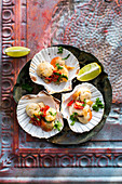 Scallops with chili, cilantro, garlic and limes