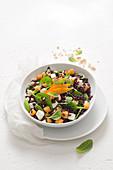 Reissalat mit Spinat, Feta, Loquat und Minze