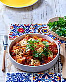 Eintopf aus Tomaten, Auberginen und Pastinaken mit gebratenem Tofu