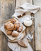 Cinnamon buns with sugar powder