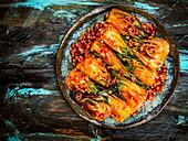 Koreanischer Chili-Paksoi auf Teller (Aufsicht)