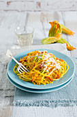 Spaghetti with courgette flowers and saffron