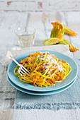Spaghetti mit Zucchiniblüten und Safran