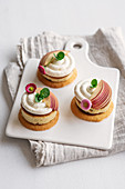 Peach tartlets with two bases and yoghurt mousse