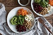 Salad Bowl mit Balsamico-Honigdressing