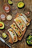 Shrimp-Tacos mit Avocadosalsa (Mexiko)