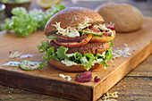 Veggie burgers with grilled apples