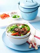 Mongolisches Lamm mit Gemüse aus dem Wok