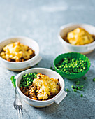 Cottage pie with cheesy cauliflower topping