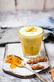 Vegane Goldene Milch