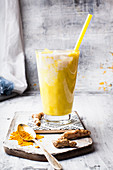 Vegan golden milkshake