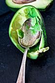 Avocadoschale, ausgelöffelt