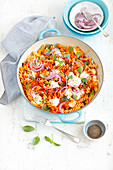 Pasta mit Tomatensauce überbacken mit Mozzarella