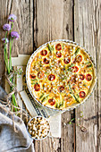 Tarte with asparagus and cherry tomatoes