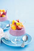 Glutenfreier Erdbeer-Chiapudding mit Kokosmilch und Früchten (No Bake)