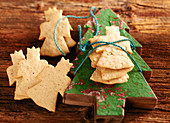 Nuremberg Christmas biscuits on a wooden Christmas tree