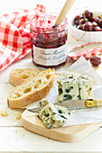 Blue cheese served with white bread and cherry jam