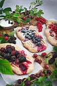 Sweet grilled bread with summer berries