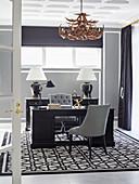 Luxuriöses Arbeitszimmer in Schwarz, Weiß und Grau