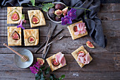 Focaccia with figs and ham