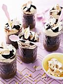 Schokoladencremekuchen mit Mandelnougat im Glas