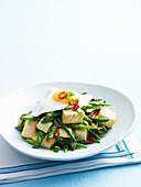 Tofu mit Spargel, grünen Bohnen und Spiegelei