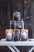 Winterliche Weckglas-Pyramide mit Kerzen und Naturmaterialien
