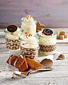Aachen gingerbread cream with candied walnuts in jars