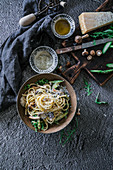 Spaghetti with green asparagus, rocket and shiitake mushrooms