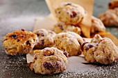 Stollen bites with dried cranberries and sugar