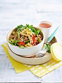 Currynudeln mit Gemüse und Koriandergrün