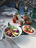 Kalbfleischbällchen mit Weihnachtsketchup und Apfelrotkohl