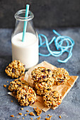 Oat cookies with fried fruits